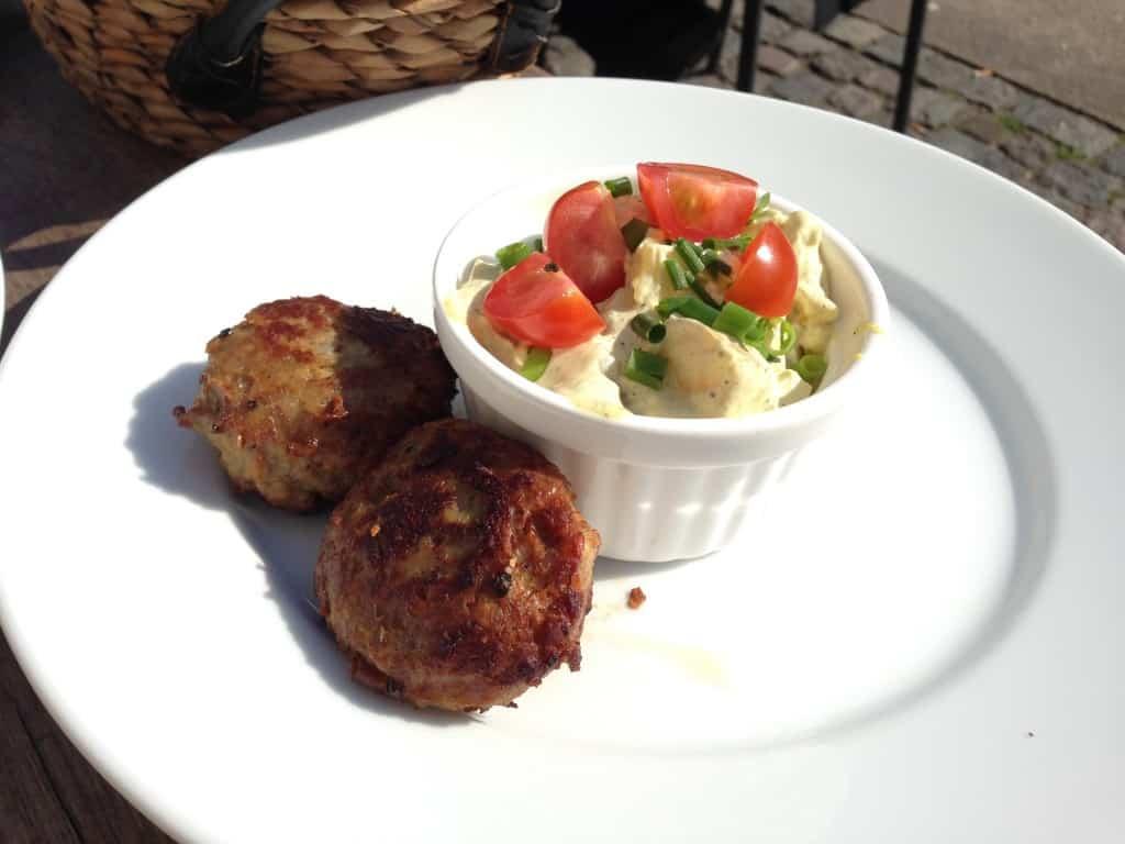 Frikadeller med kartoffelsalat