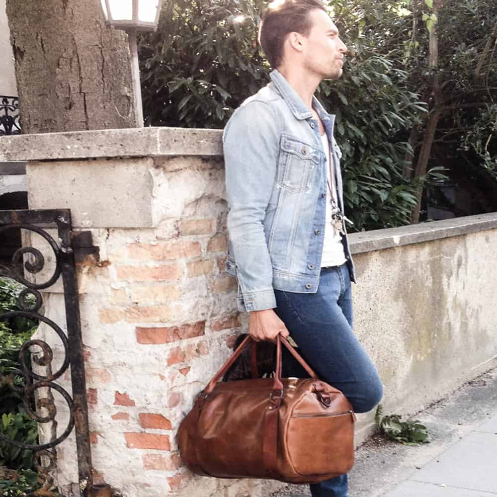 CAIA-LEATHER-BAGS-INTERIORDESIGN-Weekend Brown-model